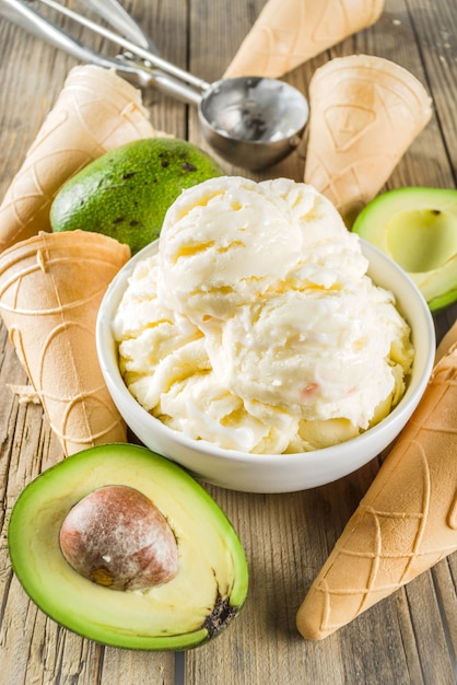 Vegan avocado ice cream Premium Photo