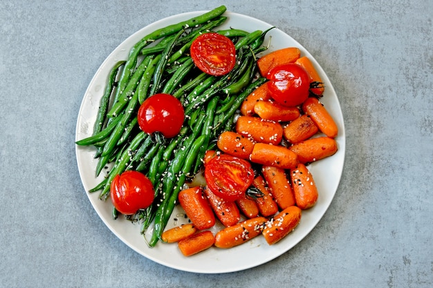 Vegan lunch. useful salad of green beans and carrots. green beans and carrots. Premium Photo