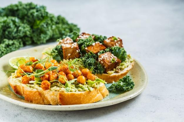 Vegan open sandwiches Premium Photo