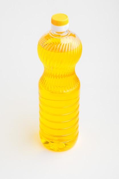 孤立した白い背景の上の植物油瓶 Premium写真