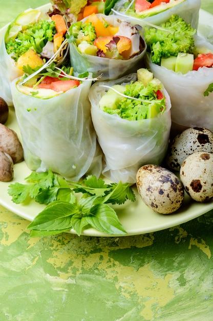 Vegetable spring rolls Premium Photo