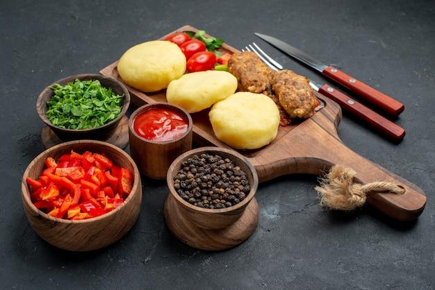 Овощи и ингредиенты за столом Бесплатные Фотографии