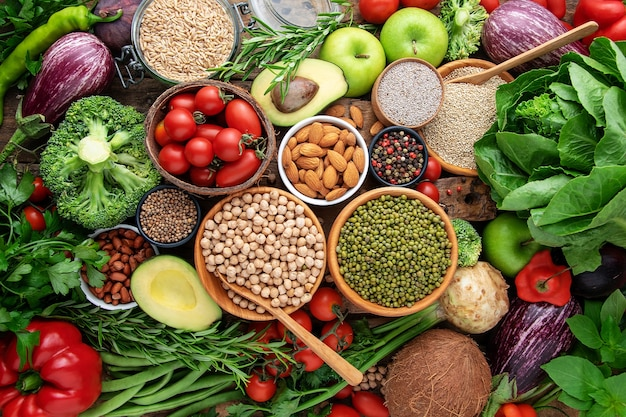 野菜、果物、穀物のトップビュー。バックグラウンド Premium写真
