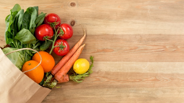 Vegetables and fruits on the counterto Free Photo
