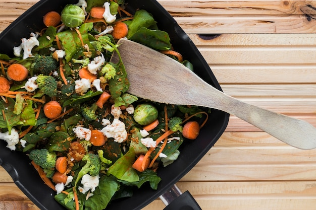 Vegetables on frying pan Free Photo