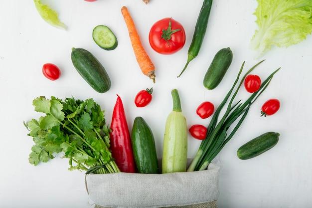 白いテーブルの上の野菜 無料写真