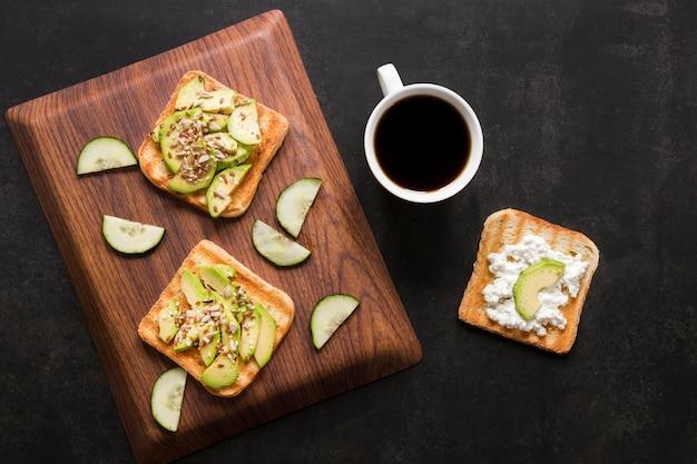Toast di verdure e caffè Foto Gratuite