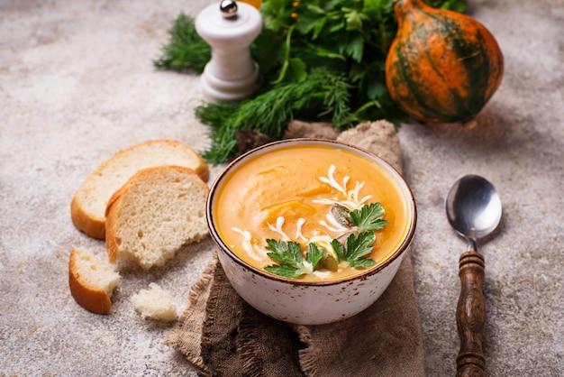 Vegetarian autumn  pumpkin cream soup Premium Photo