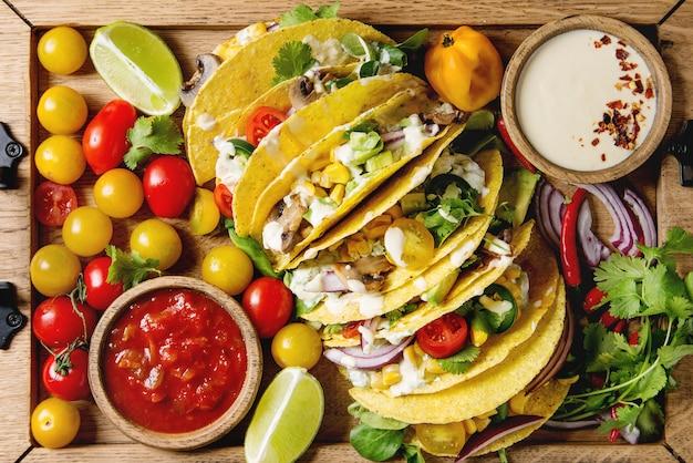 Vegetarian corn tacos Premium Photo
