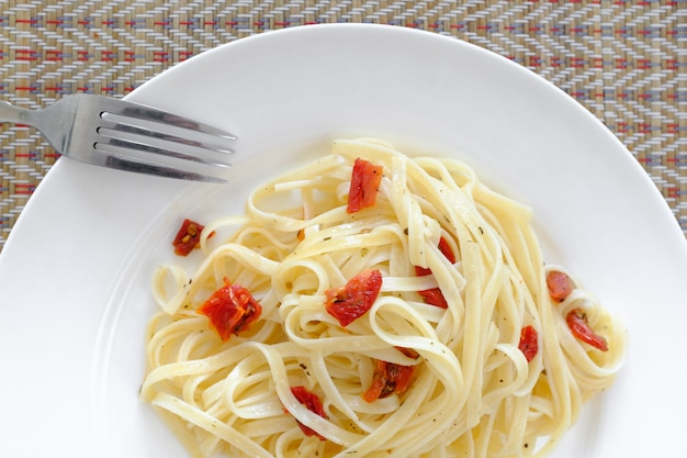 Vegetarian pasta with sun-dried tomatoes Premium Photo