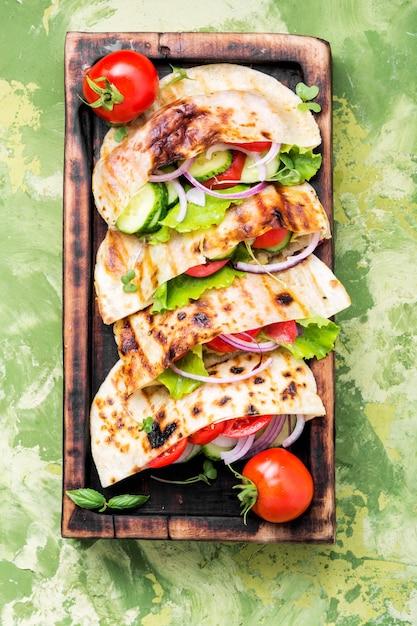 Vegetarian pita sandwich Premium Photo