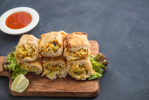 Vegetarian spring roll with  sweet sauce Premium Photo