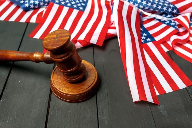 小velとアメリカの国旗 Premium写真
