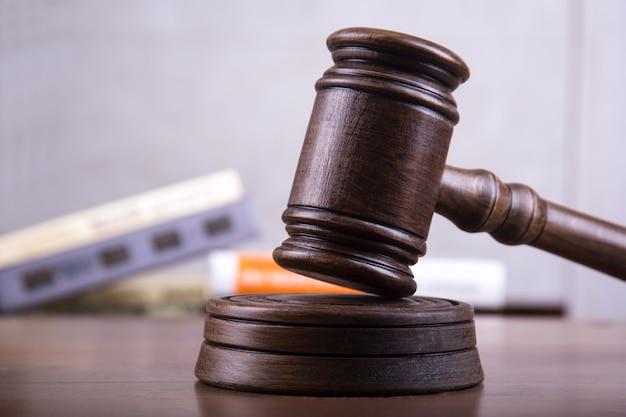 正義の概念としての小vel判事。 Premium写真