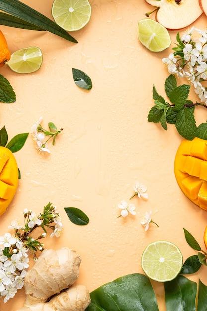 明るいオレンジ色の距離でカットフルーツの垂直ショット 無料写真