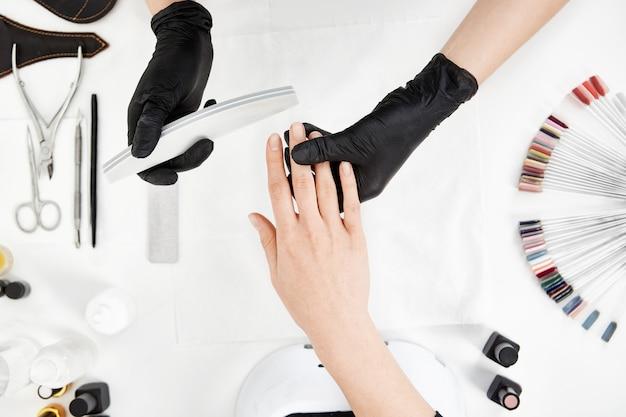 Вертикальный выброс маникюр подачи файлов с пилочка для ногтей. Бесплатные Фотографии