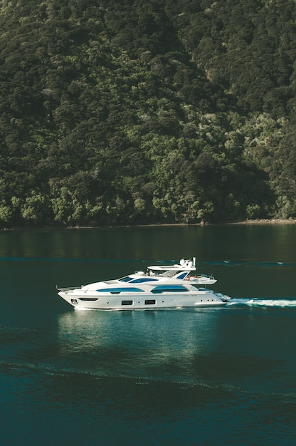 Vertical shot of a yacht on body of water in new zealand Free Photo