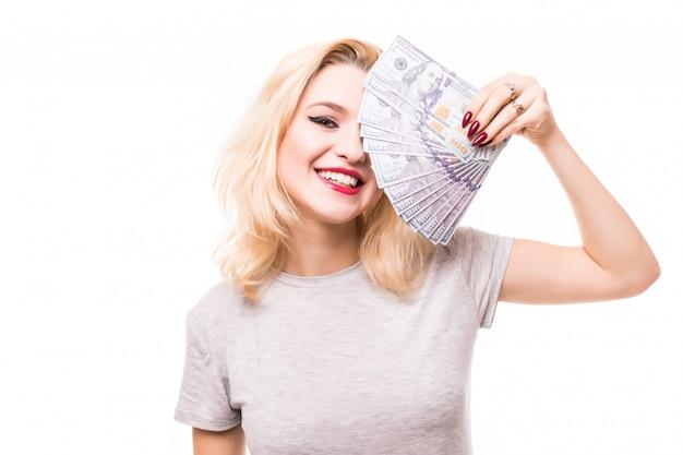 非常に豊かな笑顔の女性はお金で彼女のきれいな顔を覆います 無料写真
