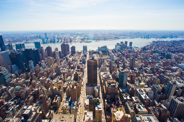 Vew of manhattan from the empire state building, new york Premium Photo