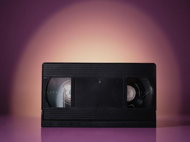 Видеокассета vhs на фоне старинных ретро волны Premium Фотографии