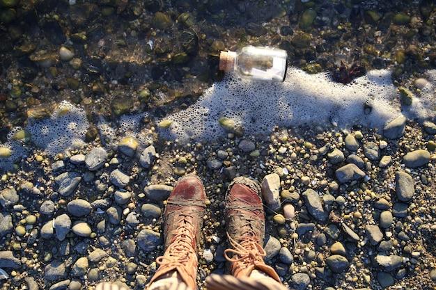 Fiala sulla riva e vista dall'alto degli stivali Foto Gratuite