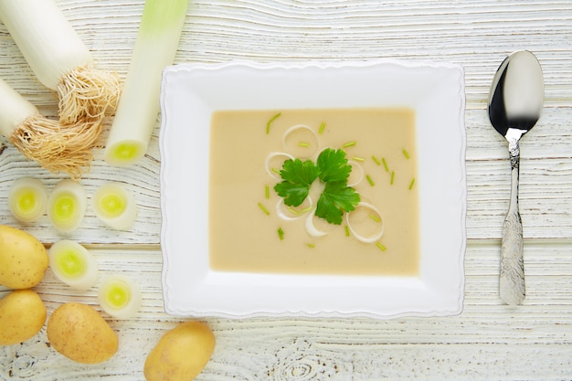 Vichyssoise cream soup with leeks on white wood Premium Photo