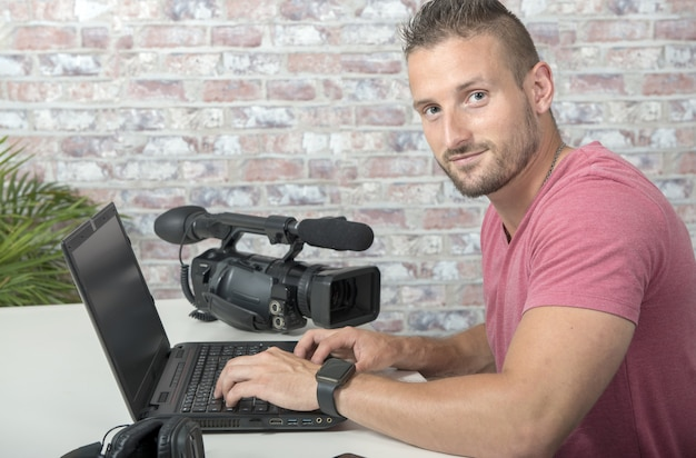 A video editor with laptop  and professional video camera Premium Photo