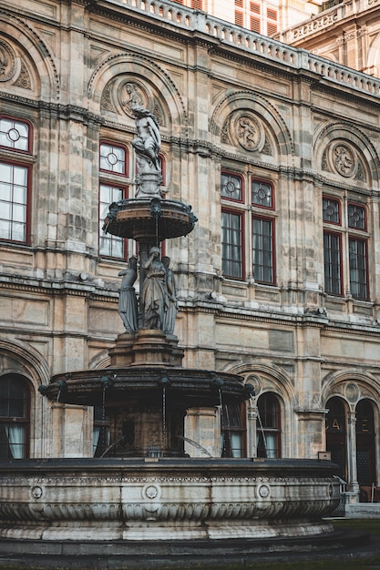 Венский оперный театр крупным планом фасад с деталями Premium Фотографии