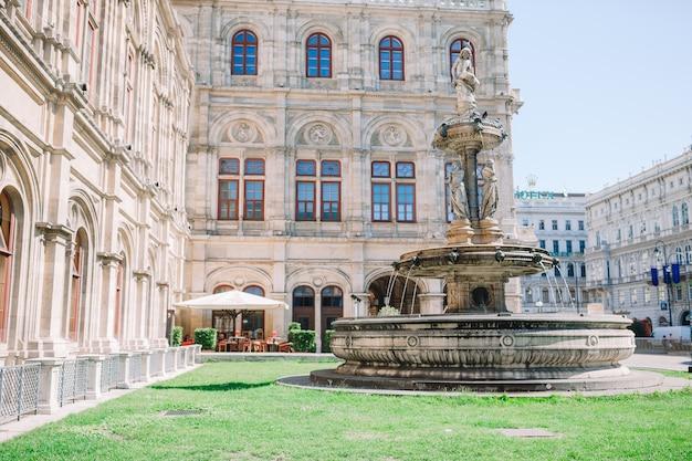 Vienna opera house facade Premium Photo