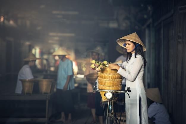 Vietnam beautiful women in ao dai vietnam traditional dress in market concept portrait ao Premium Photo
