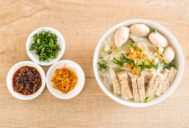 Vietnamese noodles (pho) Premium Photo