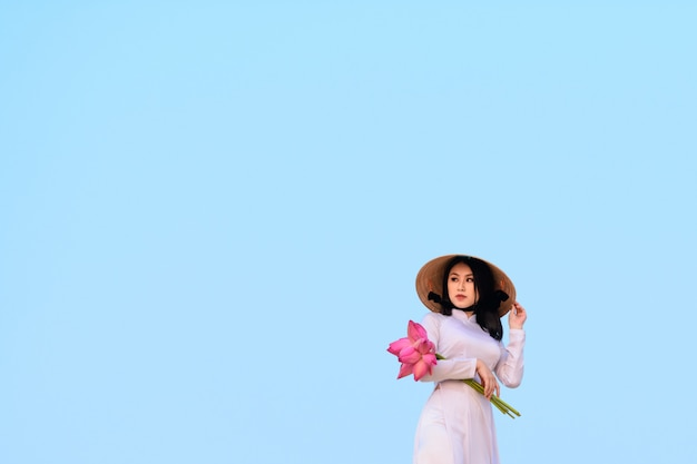Vietnamese woman with traditional clothes Premium Photo