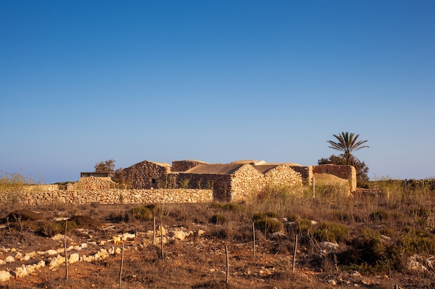 View of ancient house called dammuso casa teresa, lampedusa Premium Photo