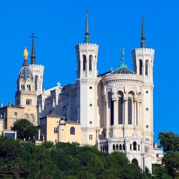 Vista della basilica di notre dame de fourviere, lione, francia Foto Gratuite