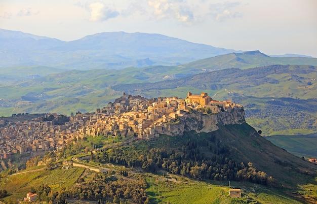 View of calascibetta Premium Photo