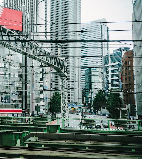 Vista della città dal treno della metropolitana in movimento Foto Gratuite