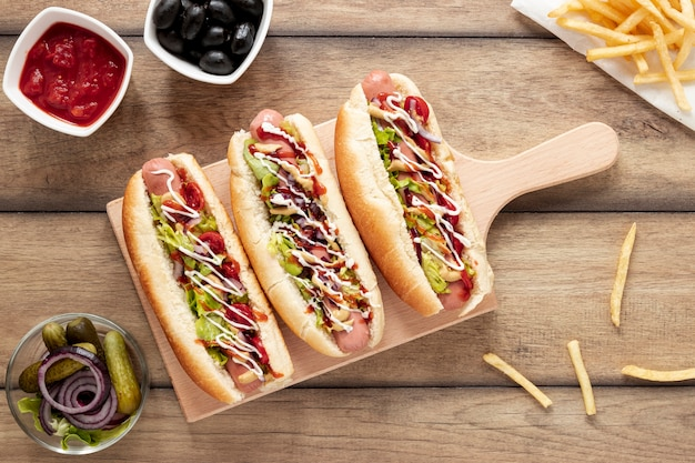 Above view decoration with hot dogs and cutting board Free Photo