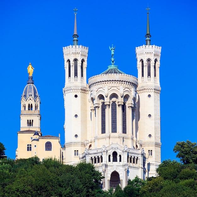 Vista della famosa basilica di notre dame de fourviere, lione, francia Foto Gratuite