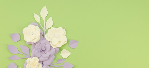 Above view floral arrangement on green background Free Photo