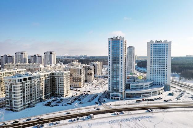 겨울에 민스크시의 새로운 소구역 높이에서 볼 수 있습니다. 프리미엄 사진