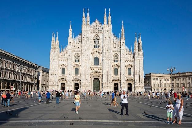 Vista di fronte al duomo di milano. milano è la seconda città più popolosa d'italia e capoluogo della lombardia. Foto Gratuite