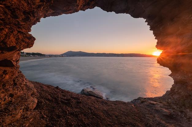 View at the hendaia's beach from a cove next to the beach at the pais vasco. Premium Photo