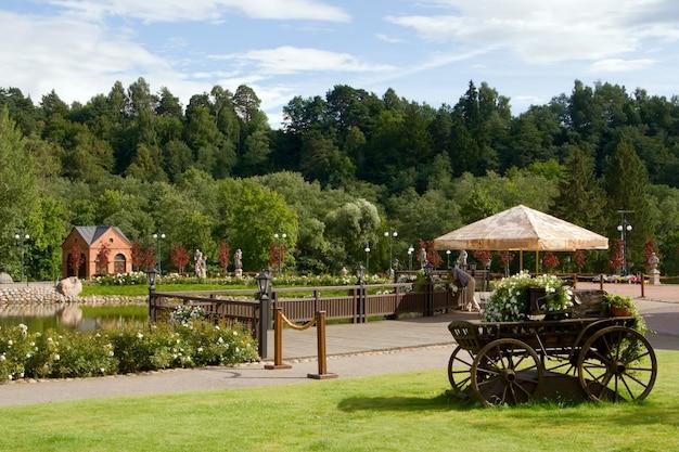Вид в парке бельмонтас в вильнюсе, литва Premium Фотографии