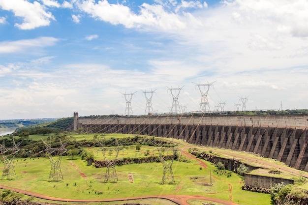 View of itaipu dam, hydroelectric power station between brazil and paraguay Premium Photo