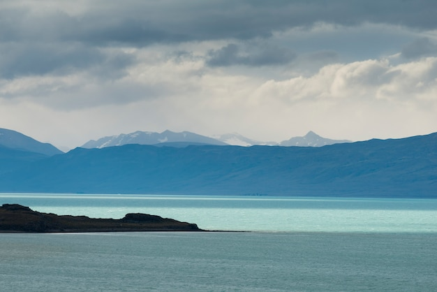 View of lake argentino, los glaciares national park, santa cruz province, patagonia, argentina Premium Photo