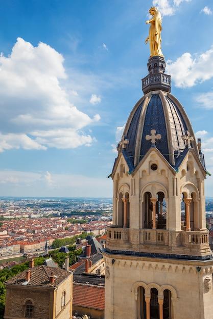 Vista di lione dalla cima della basilica di notre dame de fourviere Foto Gratuite