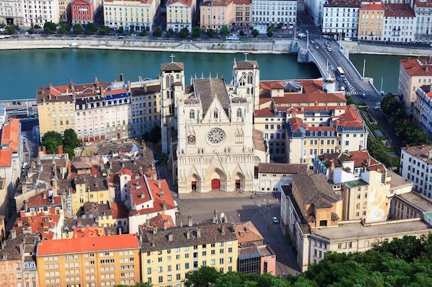 Vista di lione con la cattedrale di saint jean, francia Foto Gratuite