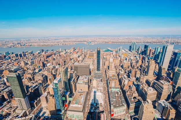 View to new york city from empire state building Premium Photo