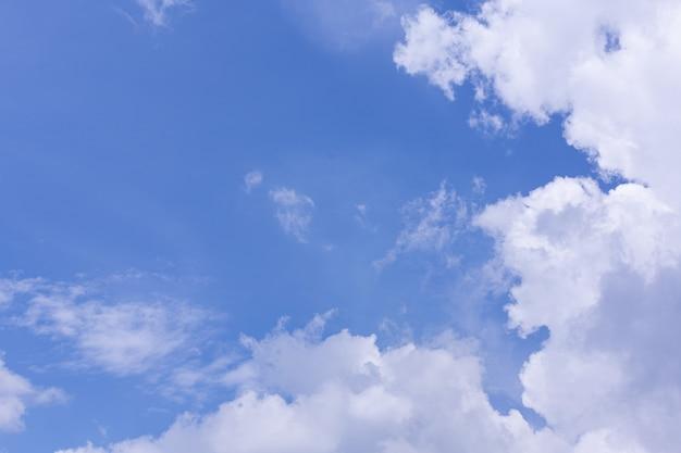 푸른 하늘과 구름의보기 무료 사진