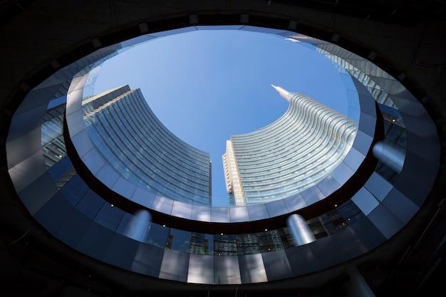下から見た建物、ミラノ、イタリア 無料写真